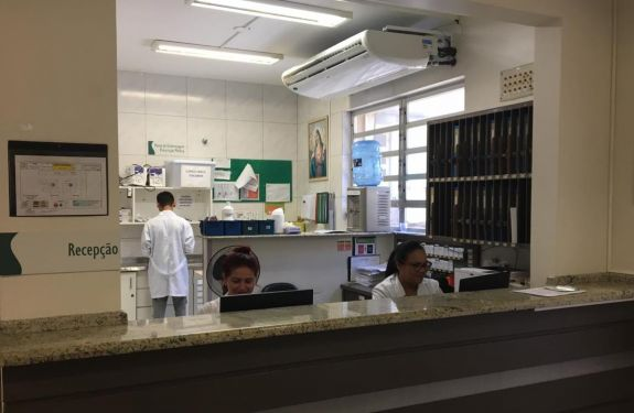 Doação de ar-condicionado melhora atendimento aos pacientes do Hospital Marieta