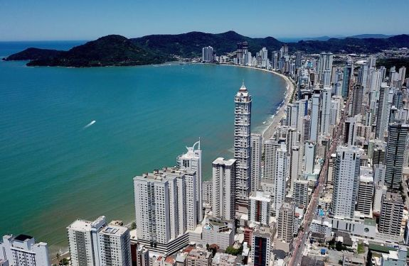 Dois milhões de turistas são esperados em Balneário Camboriú