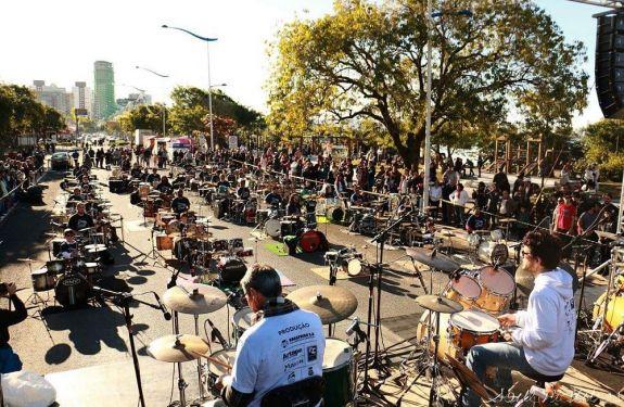 Domingo (23) tem orquestra de baterias na Praça Tamandaré em BC