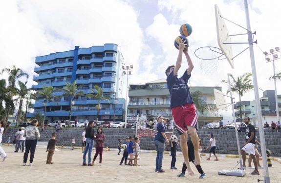 Domingo do Esporte na Praça é sucesso em Itapema