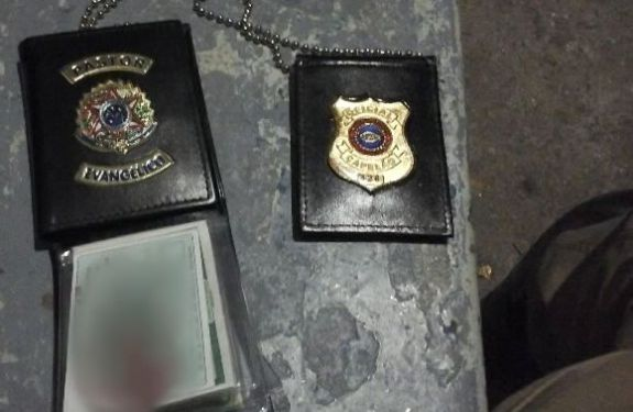 Dupla finge ser delegado de polícia e é presa pela PM em BC