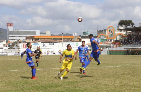 Em casa, Camboriú FC busca empate