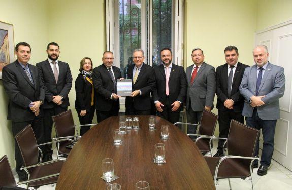 Embaixada do Brasil na Espanha recebe comitiva itajaiense