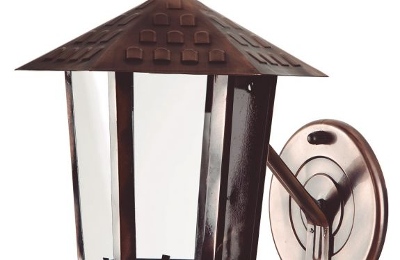 Empresa produz luminária artesanal lançada há quatro décadas