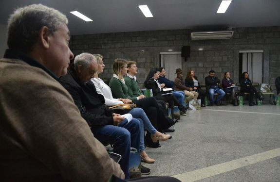 Empresários de Camboriú participam de sessão de negócios