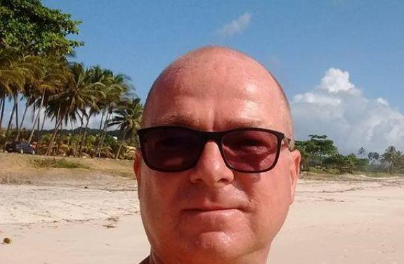 Engenheiro encontrado morto na Praia Brava é enterrado