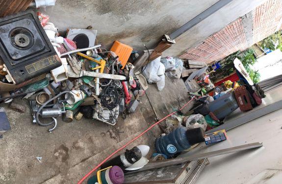 Equipe recolhe 4 toneladas de lixo em residência de Camboriú