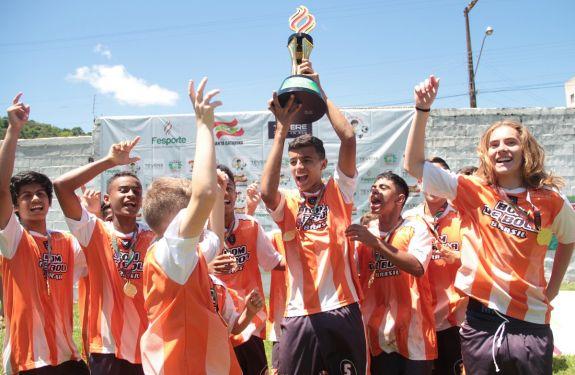 Escola de Camboriú vence a 27ª edição do Moleque Bom de Bola