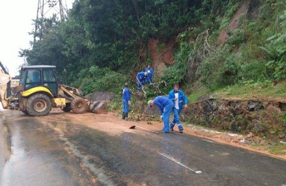 Esforço Concentrado trabalha na retirada de barro em Balneário Camboriú
