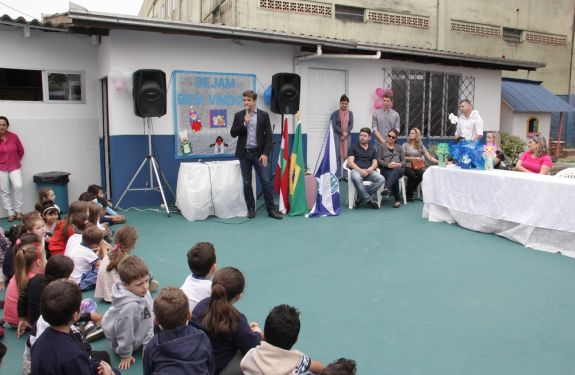 Espaço Literário é inaugurado em escola de BC