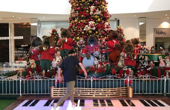 Espetáculo de Natal recebe o Papai Noel no Balneário Shopping...