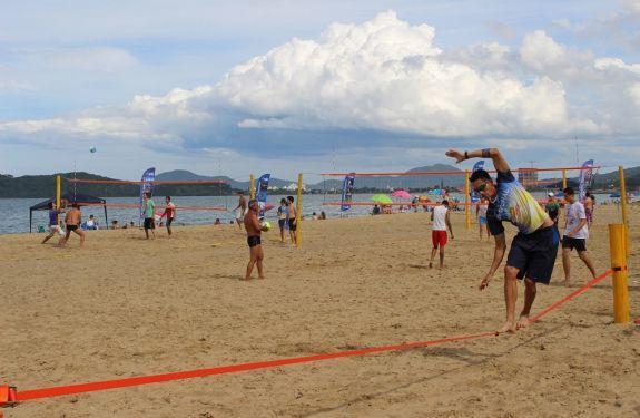 Esporte Verão agita a praia de Balneário Piçarras até o carnaval