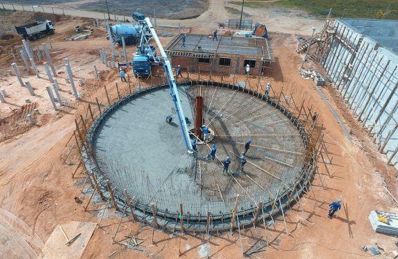 Estação de Tratamento de Esgoto de Piçarras tem nova etapa de concretagem
