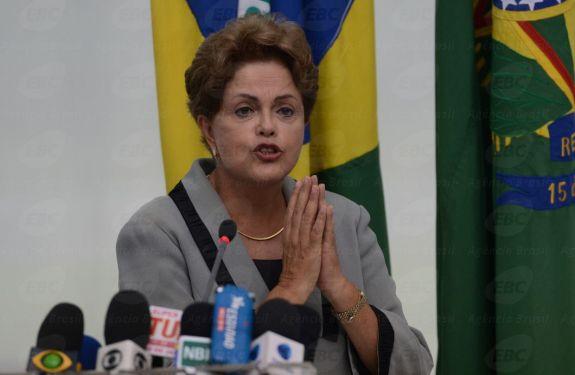 """""""Eu errei ao promover a desoneração"""", admite Dilma em Genebra"""