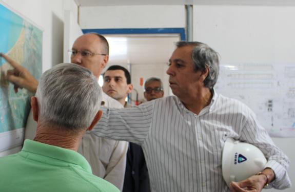 Executivo vistoria obras de saneamento básico em Balneário Piçarras