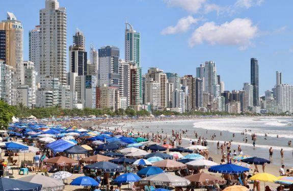 Feriadão trouxe grande número de turistas para Balneário Camboriú