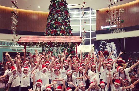 Festival de Corais leva magia de Natal para shopping de BC