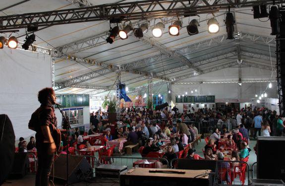 Festival do Camarão de Porto Belo recebe mais de 30 mil pessoas
