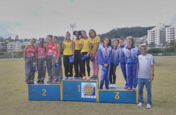 Final de semana de conquistas no karatê e atletismo de Balneário Camboriú