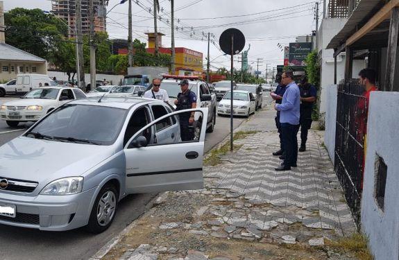 Itajaí: Fiscalização flagra transporte irregular de passageiros