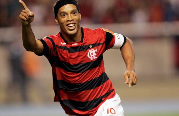 Flamengo acerta dívida de R$ 17 milhões com Ronaldinho Gaúcho