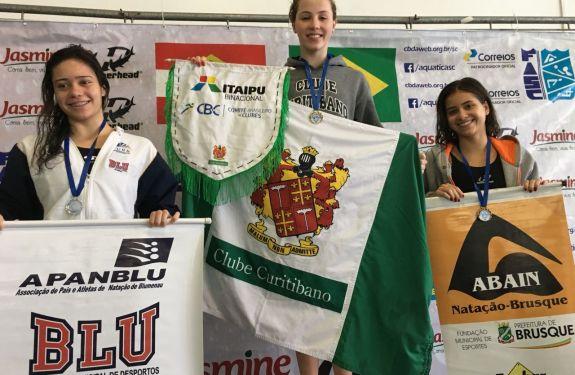 Florianópolis: Atletas da natação de Brusque conquistam medalhas