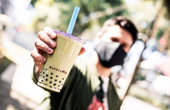 """Franquia do """"chá de bolhas"""" abre primeira unidade em Itajaí"""
