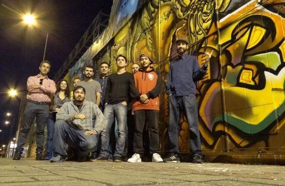 Grafiteiros concluem pintura em muro da Avenida Martin Luther