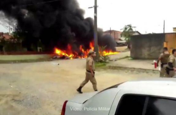 Helicóptero sequestrado cai em Joinville