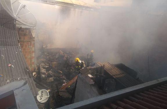 Incêndio destrói casa e família pede ajuda em BC