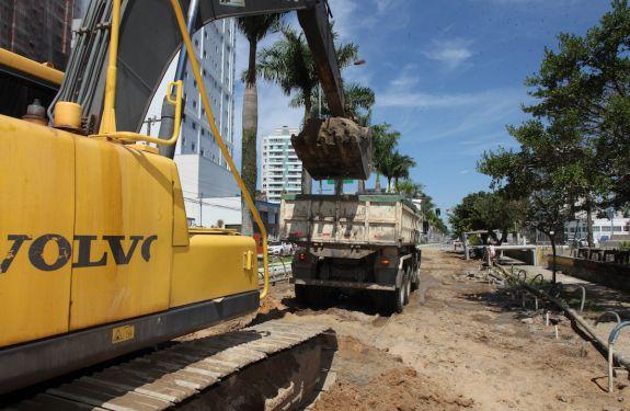 Iniciada a terceira fase da macrodrenagem na Avenida Joca Brandão em Itajaí