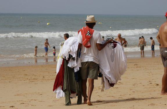 Inscrições para licença temporária para ambulantes na praia começam segunda em ITJ