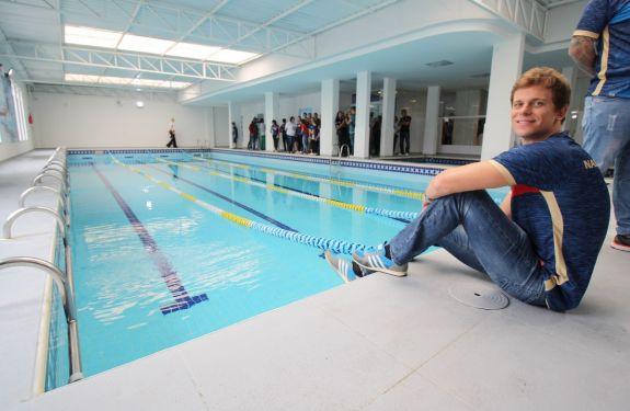 Itajaí amplia o maior núcleo de natação gratuita do País