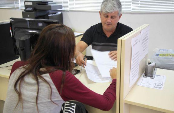 Itajaí: Balcão de Empregos abre a semana com 125 vagas disponíveis