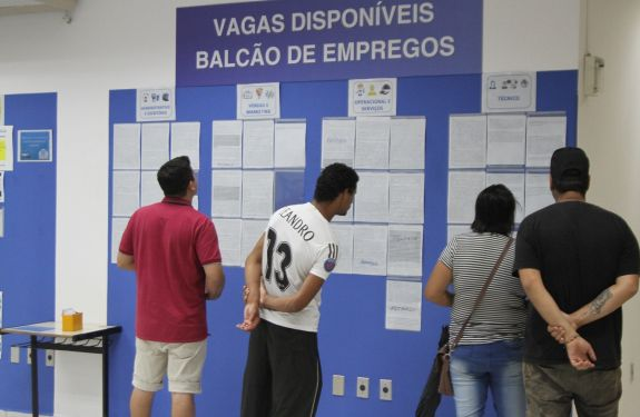 Itajaí: Balcão de empregos inicia a semana com 413 vagas