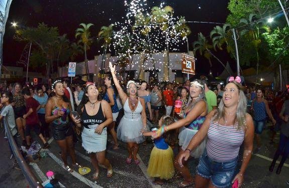 Itajaí: Carnaval no Mercado Público reúne 17 mil pessoas