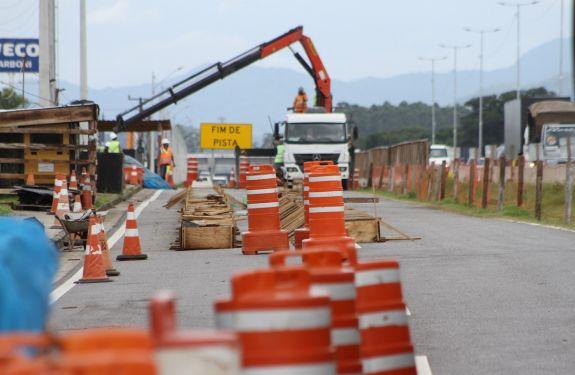 Itajaí: Começa a construção da ponte sobre o rio Itajaí-Mirim retificado