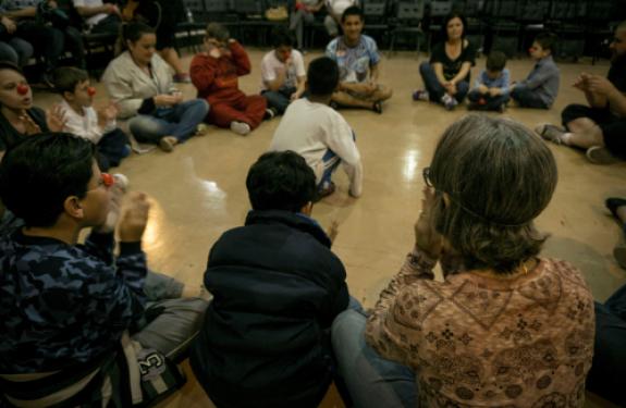 Itajaí: Crianças com autismo participam de oficinas de música...