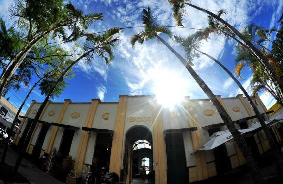 Itajaí: Encontro Mercado ao som de Elisa Cordeiro e Quarteto