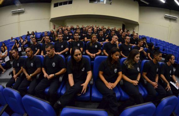 Itajaí: Guardas municipais concluem curso de formação na Acadepol