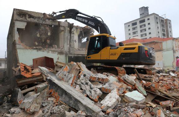 Itajaí: Iniciadas as demolições para ampliação do sistema viário no São Judas