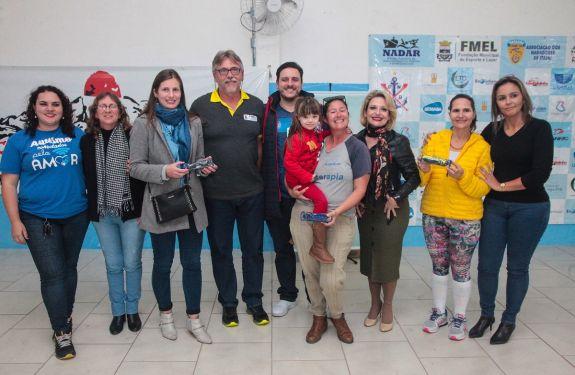 Itajaí oferece aulas gratuitas de natação para crianças e adolescentes com deficiência