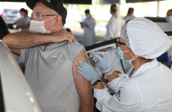 Itajaí tem alta taxa de adesão à segunda dose da vacina...