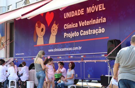 Itajaí: Unidade móvel inicia castrações gratuitas na 1ª Semana do Bem-Estar Animal