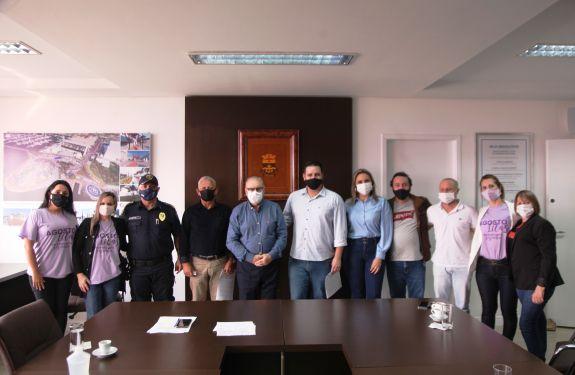 Itajaí: Programa de amparo às mulheres vítimas de violência...