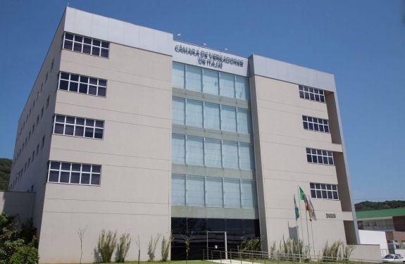 Itajaí: Vereadores pedem licença da Câmara