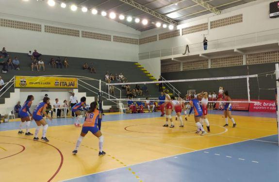 Itajaí Vôlei permanece invicto na Superliga B
