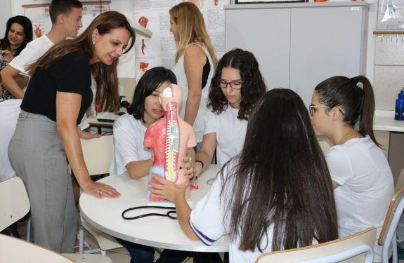 Itapema: Escolas ganham laboratórios de ciências e matemática