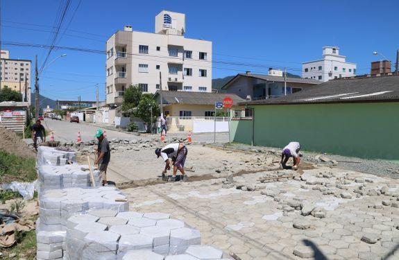 Itapema inicia recuperação das ruas do Bairro Morretes
