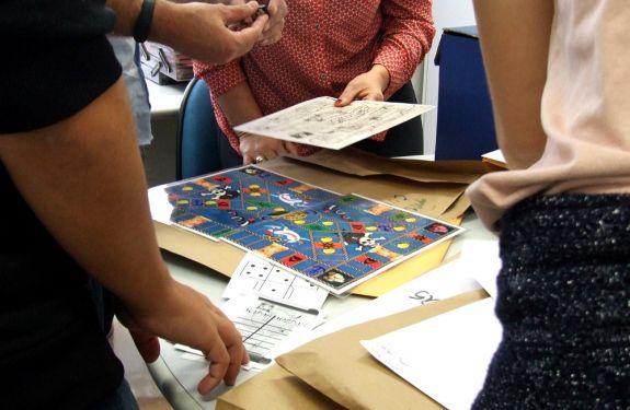 Jogos analógicos são criados para pacientes do Pequeno Anjo